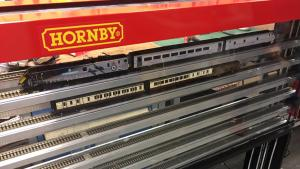 OO Nelevator in Hornby colours
