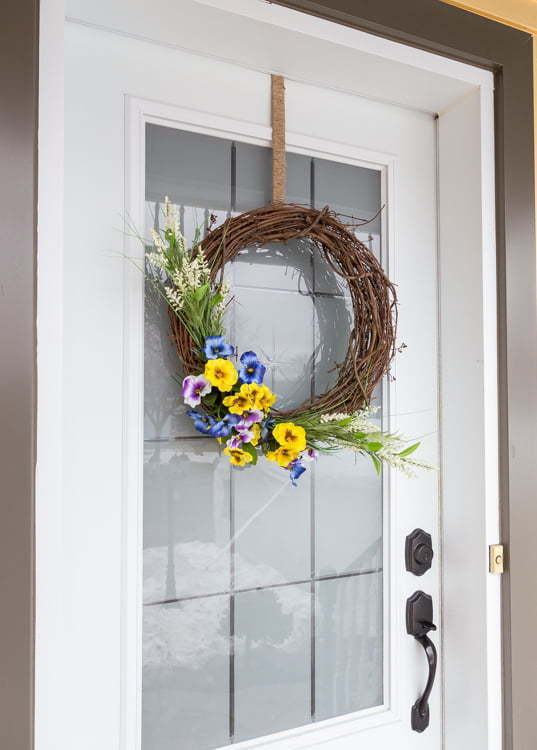 Door hook | Rustic | Jute twine | Dollar store | Easy Spring Wreath | Flowers | Home Decor | Front Porch | Front door | DIY | tutorial