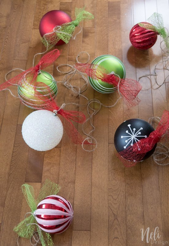 Hang ornaments outside Christmas balls, Christmas decoration, DIY Tutorial, Ribbon, seasonal, Hang Christmas decorations outside, Christmas balls, easy