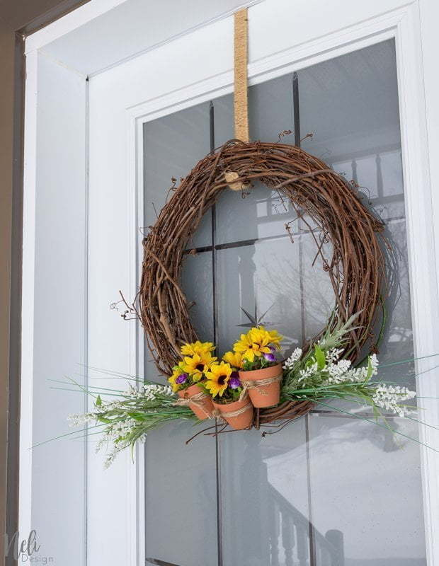 Wreath with terracotta pots, flowerpots, do-it-yourself, artificial flowers, crown in vine, jute twine, terra cotta pots, terra cotta #crown #terracotta #wreath #vine #flowers #spring # summer