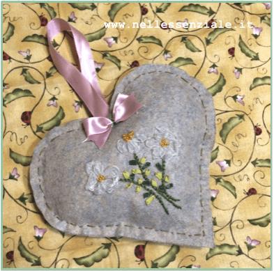 Ricamiamo insieme con il nastro – Ribbon Embroidery Cuore