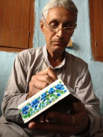 Kashmiri Paper Maché artist