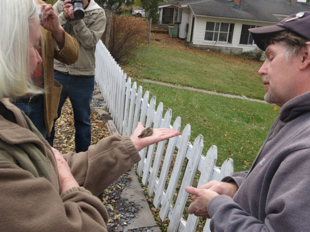 The homeowner, Mary Ziegler, releasing the Rufous while Wayne watches. (Photo by Carl Engstrom)