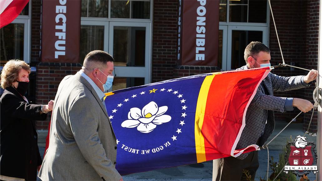 NEMiss.news. New Albany Elem raises new MS state flag