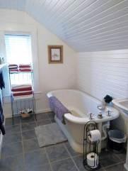 Guest Bath (original tub)