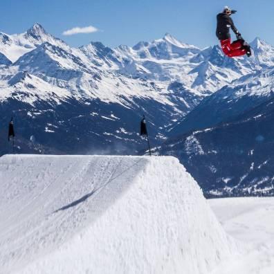 #tbt #backsideair #cmsnowpark #yessnowboards #pierrdelerue @cmsnowpark @yes_snowboards 📷@pierredelerue
