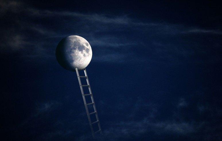 moon 5254351 1280 1