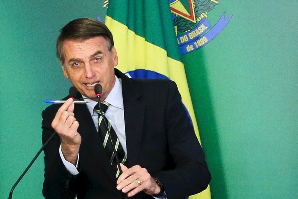 Resultado de imagem para bolsonaro caneta agencia brasil