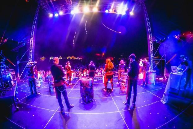 tokhi_festivalova_podia_01