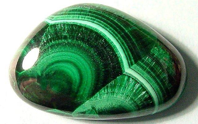 https://i0.wp.com/www.neobienetre.fr/wp-content/uploads/2013/04/malachite-pierre-cristaux.jpg