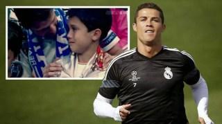Cristiano Ronaldo golpea a un niño con un balón y le regala su camiseta