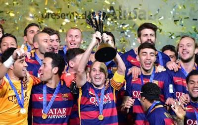 El Barça festeja el Mundial de Clubes en Instagram iniesta levanta la copa