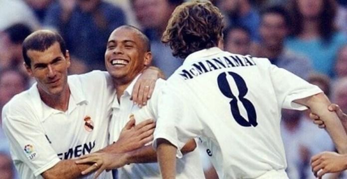 Zidane y Ronaldo Nazario festejan un gol ante el Alavés debut el fenomeno real madrid