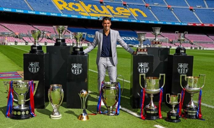 Luis Suárez se despide del Barça después de seis cursos como azulgrana y un palmarés de oro. El delantero uruguayo ha sido clave en el equipo, con el que ha logrado conquistar 13 títulos: 4 Ligas, 1 Champions, 4 Copas del Rey, 1 Mundial de Clubes, 1 Supercopa de Europa y 2 Supercopas de España