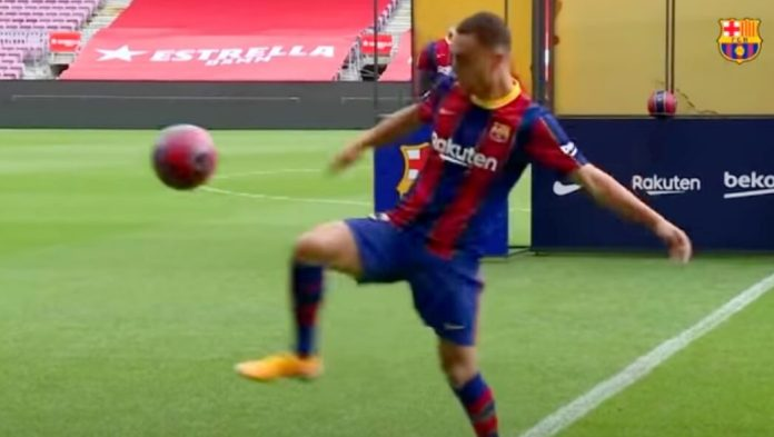 La presentación viral de Sergiño Dest en el Barça