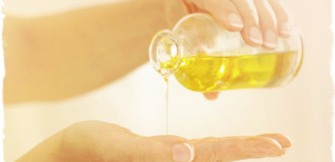 WHAT ARE THE BENEFITS AND USES OF TEA TREE OIL