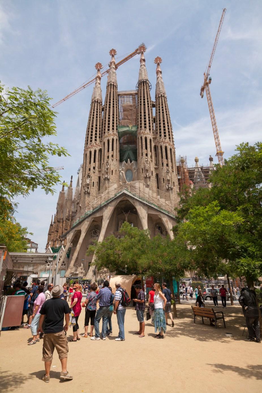 La Sagrada Familia And Crowds