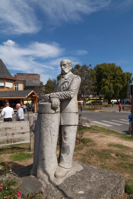Puerto Varas Statue