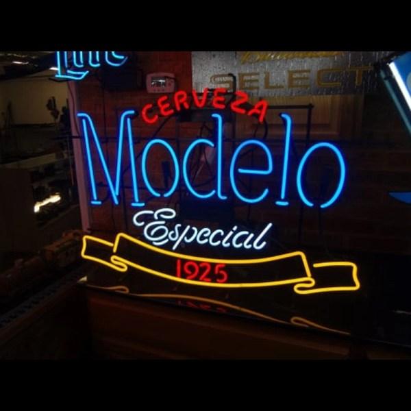 Modelo Especial 1925 Neon Sign