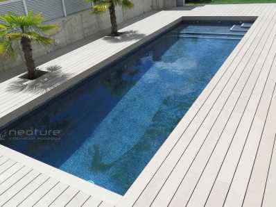 Tarima exterior piscina color Sand.