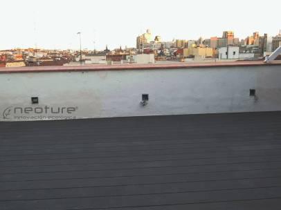 tarima tecnologica instalada en terraza de atico