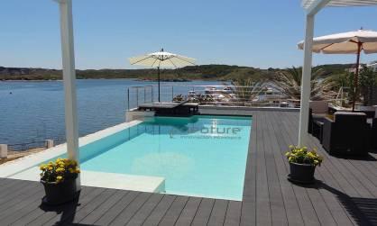 tarimas exteriores madera sintetica para piscinas