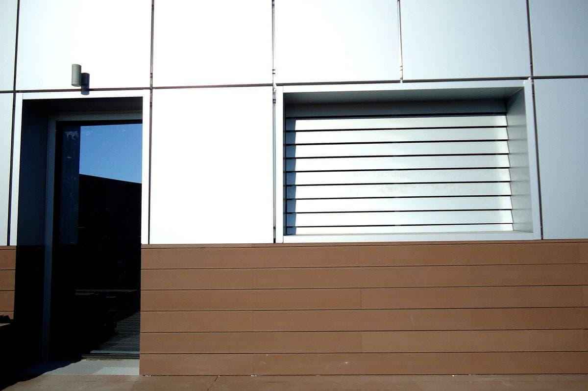 es/noticias/tarimas-exterior-plastico-reciclado/356--friso-de-madera-tecnologica-revestimiento-para-exteriores.html