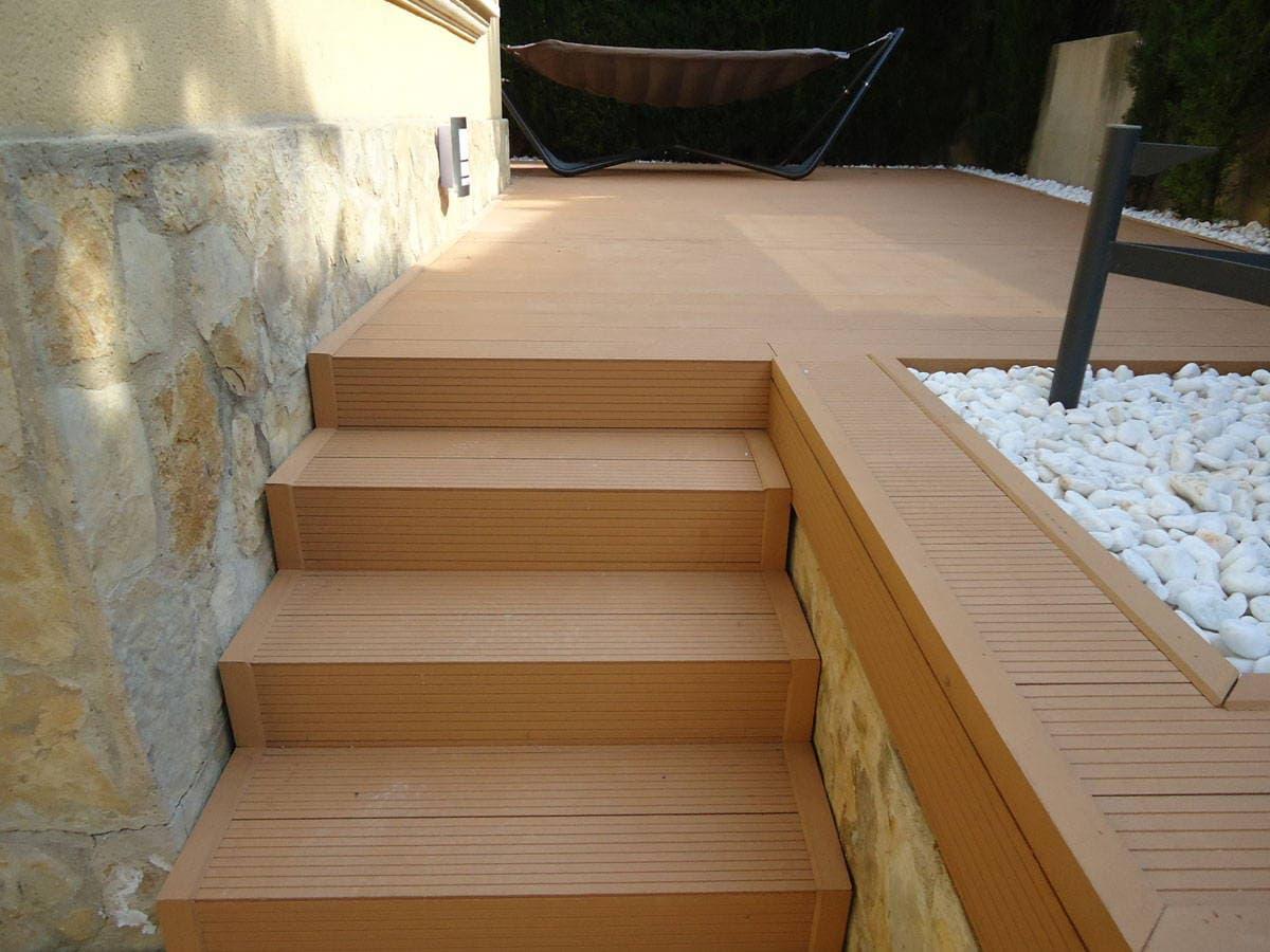 Suelo de composite mayor rentabilidad neoture for Suelo composite exterior
