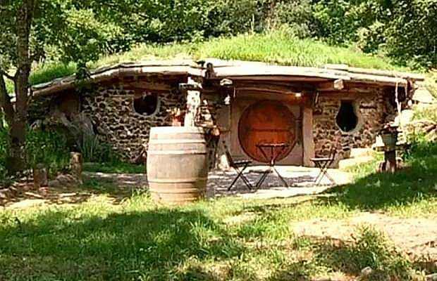 Une Vritable Maison De Hobbit Louer Prs De Dijon NeozOne