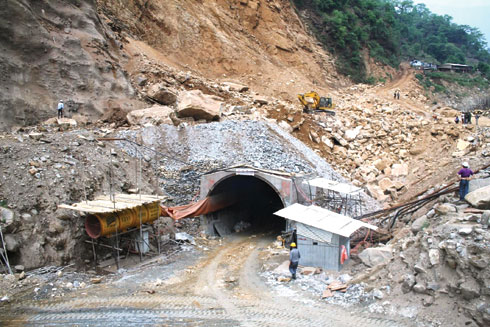 A landslide shut the mouth of the tunnel of the under-construction 25 MW Upper Madi Hydropower Project in Sildjure VDC, Kaski district Friday afternoon. Altogether 16 workers remain trapped inside the tunnel. Rescue efforts are under way. (Photo courtesy: Sagar Raj Timilsina)