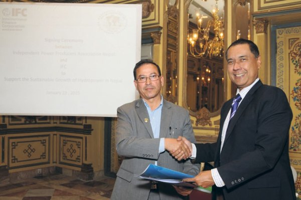 IFC Resident Representative for Nepal Valentino S Bagatsing (right) and President of IPPAN Khadga Bahaudur Bisht shake hands after signing an agreement on Friday.