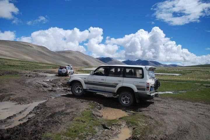 jeep-driving-in-tibet