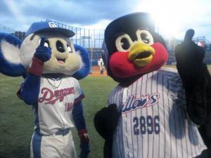 2012-09-02 つば九郎とドアラ