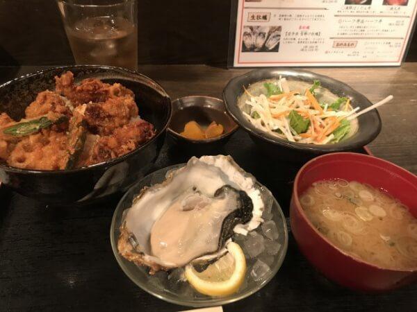 牡蠣天丼と生牡蠣