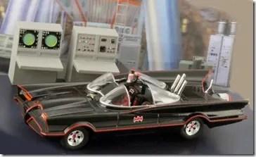 Batmobil Modell mit Bathöhle