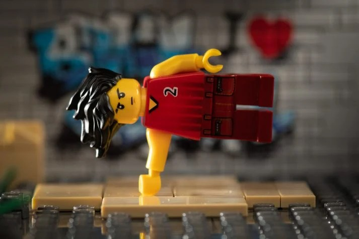 This LEGO man warms up so he doesn't get injured during exercise
