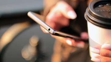 Young people prefer social networks and Texting to communicate according to a study
