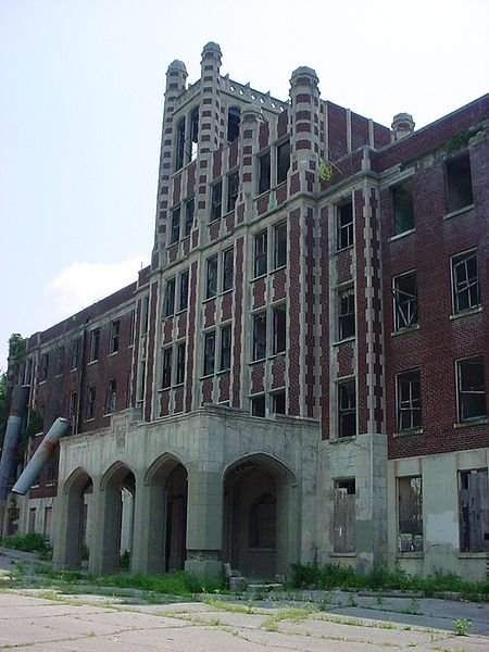 Exterior picture of Waverly Hills Sanatorium.