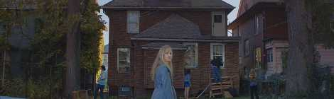 "'It Follows' Trailer Will Give You the Creeps, ""Pass it along"""
