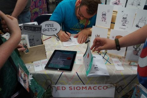 Getting a free sketch from the talented Ed Siomacco