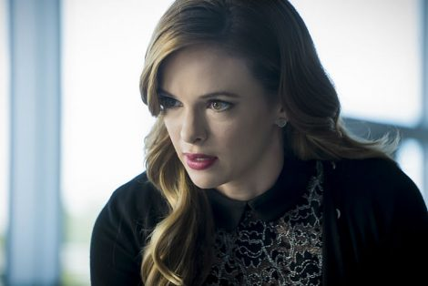 Caitlin tests out her new powers (Source: The CW)