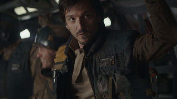 Diego Luna, interpreta Cassian Andor in Rogue One, a Star Wars story