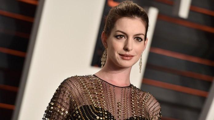 Anne Hathaway nel cast de Le streghe, l'adattamento del romanzo the witches di roald dahl dalla regia di Robert Zemeckis