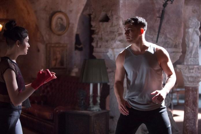 The Protector combattimento supereroe Netflix turca