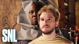 "Game of Thones: Kit Harington replica la ""walk of shame"" al SNL"