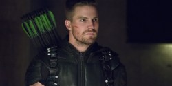 "Arrow: Stephen Amell parla della serie e del prossimo crossover ""Crisis on Infinite Earths"""