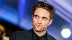 The Batman: Robert Pattinson pensa ad un Cavaliere Oscuro con la voce da pirata