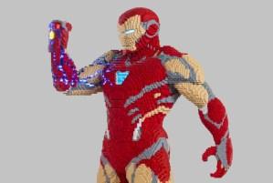 Avengers: Endgame, Lego al San Diego Comic Con con la statua di Iron Man con il Guanto dell'Infinito