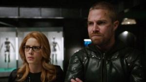 Arrow: online una scena tagliata con Oliver e Felicity