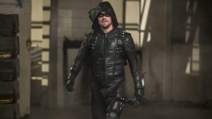 Arrow 8: Stephen Amell censura una foto per nascondere il costume